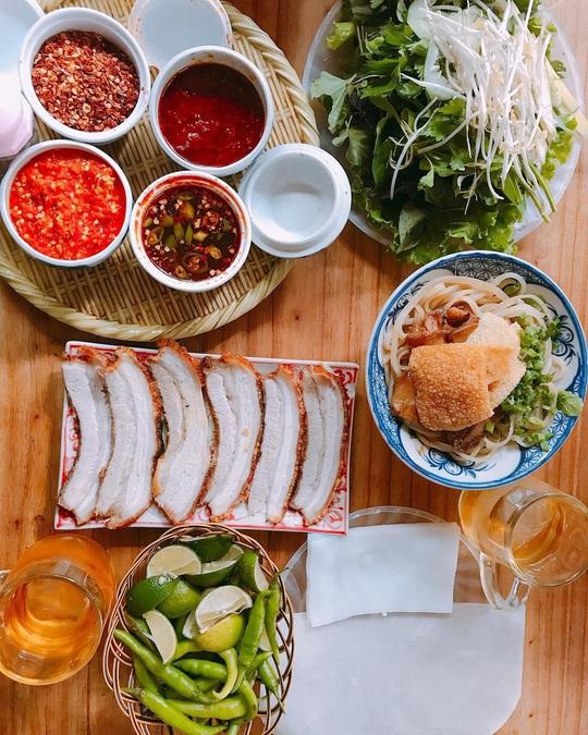 4 địa chỉ bánh tráng thịt heo ngon ở Đà Nẵng - Ảnh 1.