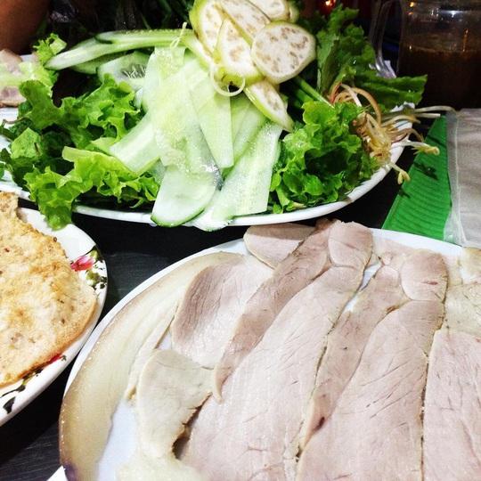 4 địa chỉ bánh tráng thịt heo ngon ở Đà Nẵng - Ảnh 7.