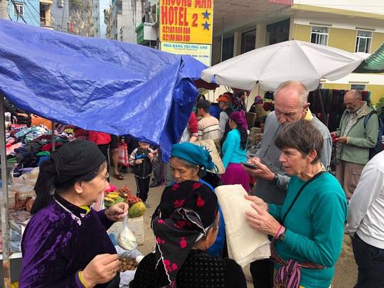Đến Hà Giang khám phá vẻ đẹp đầy sắc màu của chợ phiên Đồng Văn - Ảnh 13.