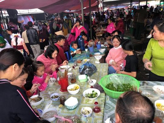 Đến Hà Giang khám phá vẻ đẹp đầy sắc màu của chợ phiên Đồng Văn - Ảnh 5.