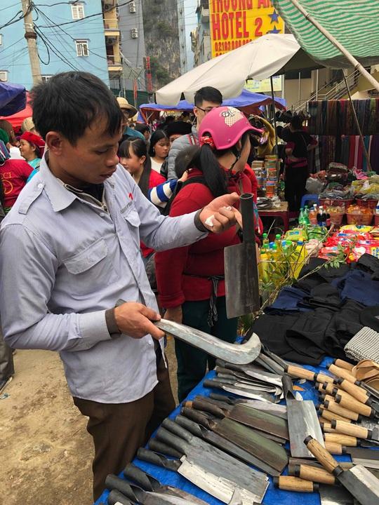 Đến Hà Giang khám phá vẻ đẹp đầy sắc màu của chợ phiên Đồng Văn - Ảnh 10.
