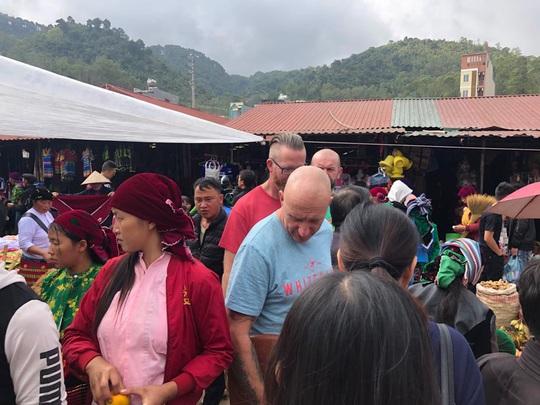 Đến Hà Giang khám phá vẻ đẹp đầy sắc màu của chợ phiên Đồng Văn - Ảnh 6.