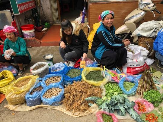 Đến Hà Giang khám phá vẻ đẹp đầy sắc màu của chợ phiên Đồng Văn - Ảnh 1.