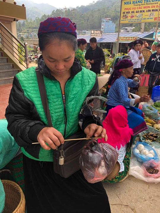 Đến Hà Giang khám phá vẻ đẹp đầy sắc màu của chợ phiên Đồng Văn - Ảnh 12.