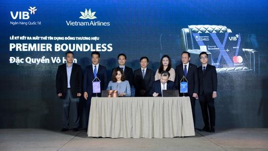 VIB và Vietnam Airlines ra mắt dòng thẻ bay đặc quyền Premier Boundless - Ảnh 1.
