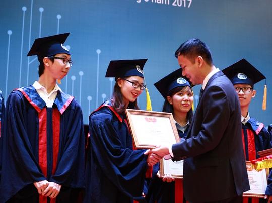 Sinh viên xuất sắc được xét tuyển công chức từ 1-7-2020 - Ảnh 1.