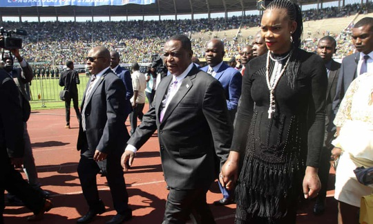 Nhập viện, phó tổng thống Zimbabwe suýt bị vợ giết - Ảnh 1.