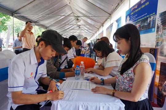 Tám nghề được trả lương cao nhất ở TP HCM - Ảnh 1.