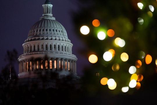 Lo đóng cửa chính phủ, Hạ viện Mỹ thông qua gói chi tiêu khổng lồ 1.400 tỉ USD - Ảnh 1.
