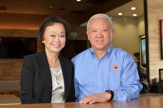 Vợ chồng gốc Á làm giàu tại Mỹ, sở hữu 3 tỷ USD và 2.000 nhà hàng - Ảnh 9.