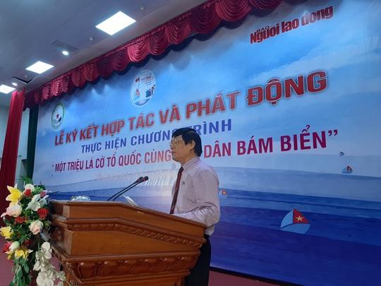 Ngư dân Tiền Giang hân hoan đón cờ Tổ quốc - Ảnh 5.