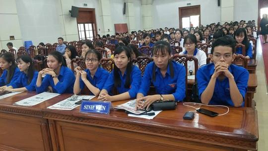 Ngư dân Tiền Giang hân hoan đón cờ Tổ quốc - Ảnh 9.