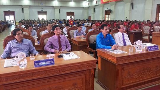 Ngư dân Tiền Giang hân hoan đón cờ Tổ quốc - Ảnh 8.
