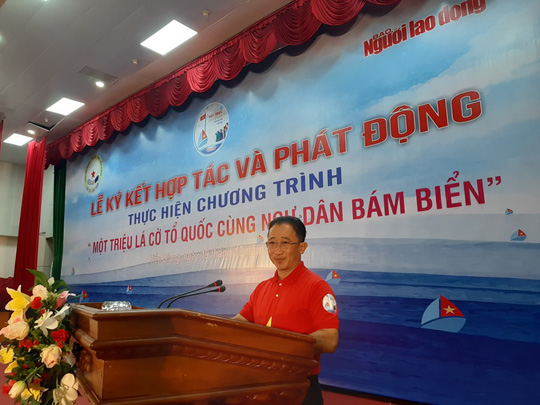 Ngư dân Tiền Giang hân hoan đón cờ Tổ quốc - Ảnh 6.