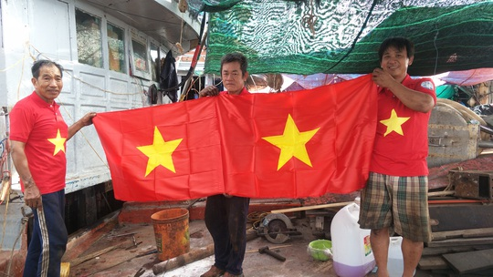 Ngư dân Tiền Giang hân hoan đón cờ Tổ quốc - Ảnh 12.
