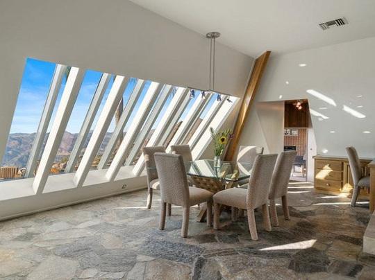 Bên trong kim tự tháp 3 phòng ngủ trên đỉnh núi giá 2 triệu USD - Ảnh 5.