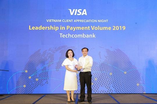 Techcombank đứng đầu toàn thị trường về doanh số thanh toán qua thẻ Visa - Ảnh 1.