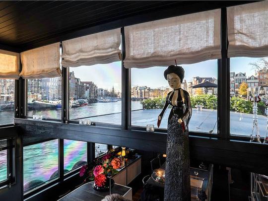 Bên trong cung điện nổi xa xỉ trên sông ở Amsterdam - Ảnh 6.