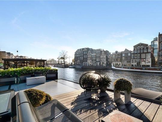 Bên trong cung điện nổi xa xỉ trên sông ở Amsterdam - Ảnh 8.