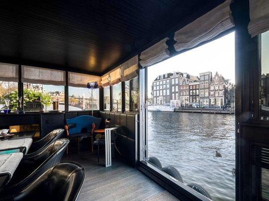 Bên trong cung điện nổi xa xỉ trên sông ở Amsterdam - Ảnh 9.