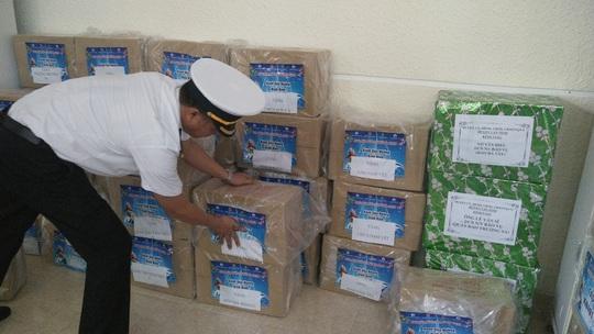 Trao 10.000 lá cờ Tổ quốc cho quân dân Trường Sa đón Tết - Ảnh 9.