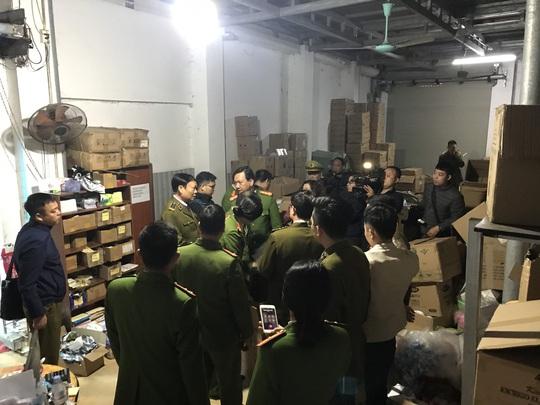 Nhập thiết bị y tế, đồ dùng trẻ em từ Trung Quốc, doanh nghiệp hô biến thành hàng Nhật, Hàn - Ảnh 1.