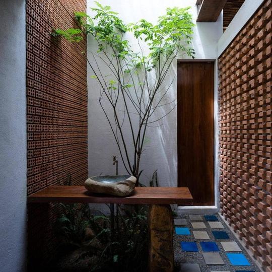 Ngôi nhà ấn tượng nhờ có tường làm bằng gạch trần - Ảnh 8.