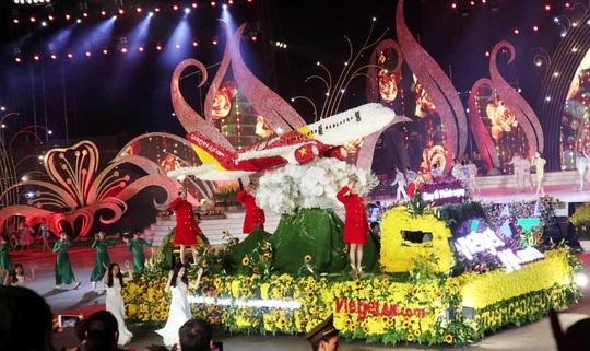 Mãn nhãn bữa tiệc hoa và ánh sáng ở lễ khai mạc Festival Hoa Đà Lạt - Ảnh 4.