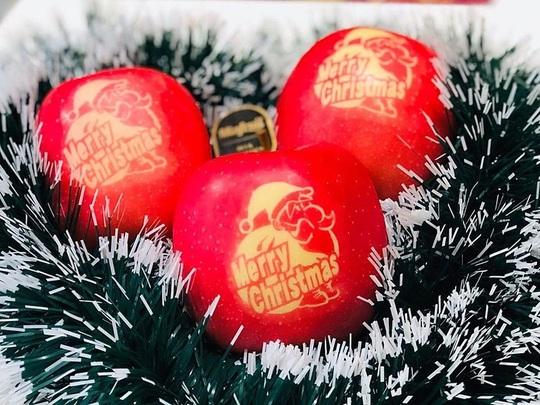 Nửa triệu đồng trái táo in hình ông già Noel - Ảnh 1.