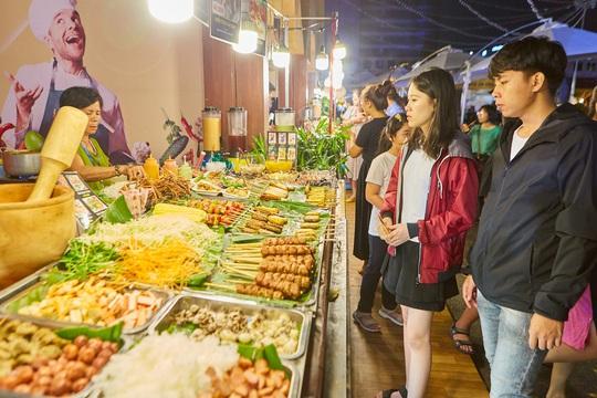 Đã miệng với mực khổng lồ, gỏi cuốn, xiên que... tại lễ hội ẩm thực đường phố - Ảnh 6.