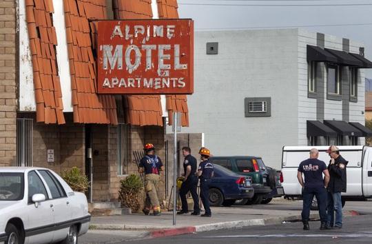 Căn hộ bốc cháy khiến 6 người chết, 13 người bị thương ở Las Vegas - Ảnh 1.