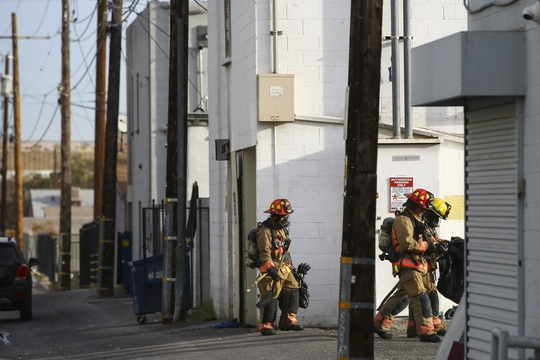 Căn hộ bốc cháy khiến 6 người chết, 13 người bị thương ở Las Vegas - Ảnh 2.