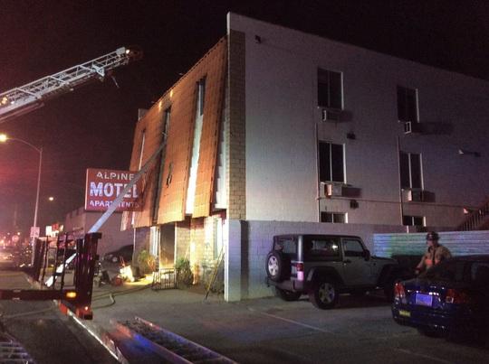Căn hộ bốc cháy khiến 6 người chết, 13 người bị thương ở Las Vegas - Ảnh 6.