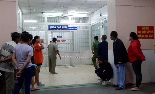 Vì sao người đàn ông nổ súng tự sát tại Khoa Cấp cứu Bệnh viện Trưng Vương? - Ảnh 1.