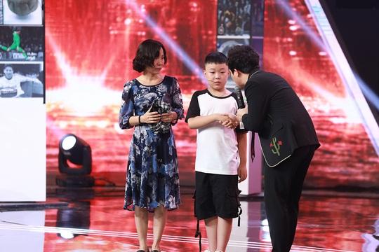 Siêu trí tuệ Việt: Tranh cãi nảy lửa, Trấn Thành bị tố ép cậu bé phát khóc - Ảnh 4.
