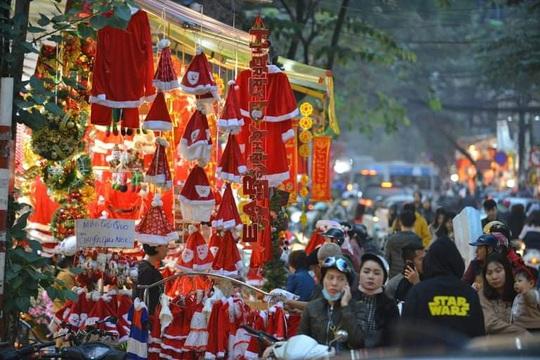 Thị trường tất bật dịp Giáng sinh - Ảnh 2.