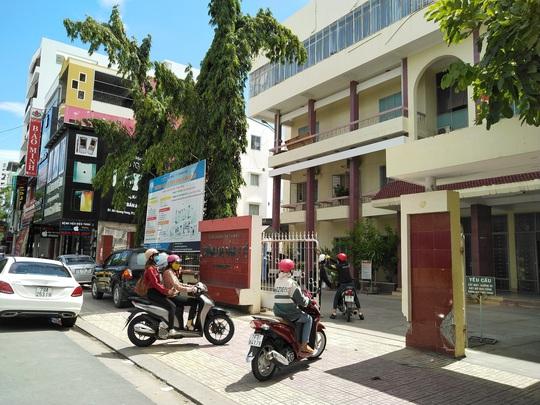 Tạm dừng công tác hiệu trưởng Trường Cao đẳng Y tế Khánh Hòa lạm thu, chi hơn 28 tỉ đồng - Ảnh 1.