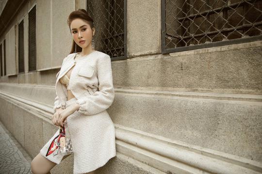 Hoa hậu Phan Ngọc Hân lệch đốt xương sống do... giày cao gót - Ảnh 1.