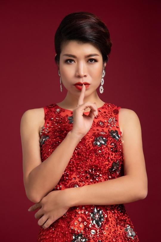 Diễn giả MC Thi Thảo chào đón Giáng sinh bằng bộ hình ấn tượng - Ảnh 2.