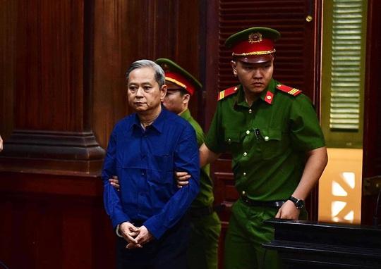 Siết chặt an ninh phiên xử Nguyên Phó Chủ tịch UBND TP HCM Nguyễn Hữu Tín và thuộc cấp - Ảnh 1.