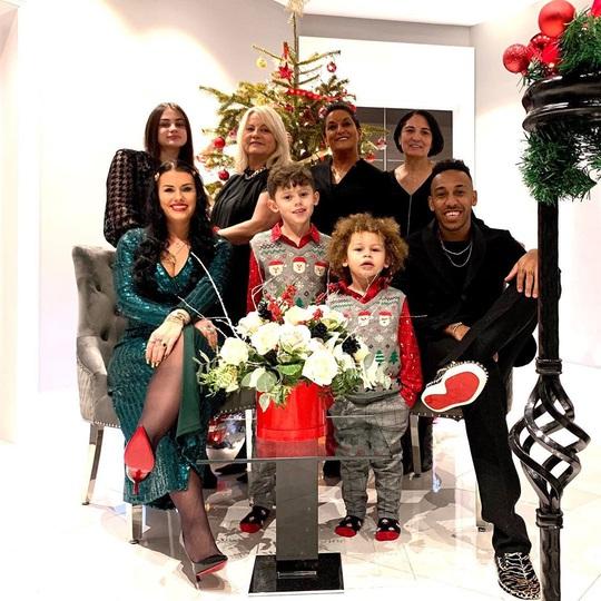 Kỳ nghỉ Giáng sinh đầy sắc màu của sao bóng đá thế giới - Ảnh 16.