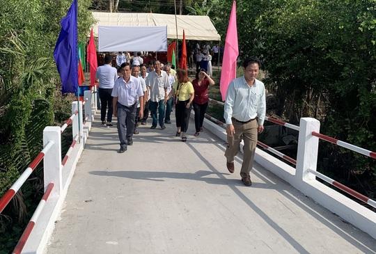 Khánh thành cầu dân sinh bắc qua sông Lá ở Hậu Giang - Ảnh 1.