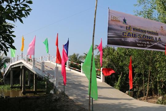 Khánh thành cầu dân sinh bắc qua sông Lá ở Hậu Giang - Ảnh 2.