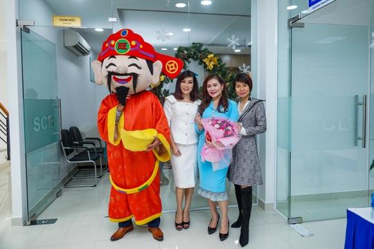 Diễn giả MC Thi Thảo dự khai trương phòng giao dịch ngân hàng SCB - Ảnh 2.