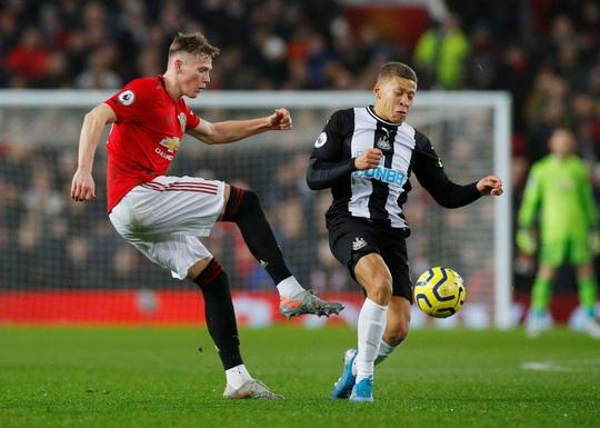 Newcastle dâng bàn thắng, Man United ngược dòng ngoạn mục - Ảnh 1.