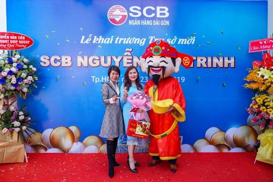 Diễn giả MC Thi Thảo dự khai trương phòng giao dịch ngân hàng SCB - Ảnh 1.