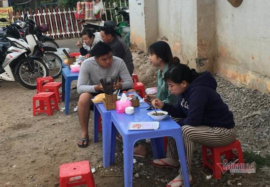 Người TP HCM dậy từ mờ sáng, đi chục km để ăn món đặc biệt - Ảnh 4.