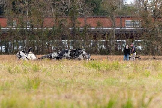 Ngồi máy bay đi xem bóng bầu dục, hành khách thiệt mạng gần hết - Ảnh 3.