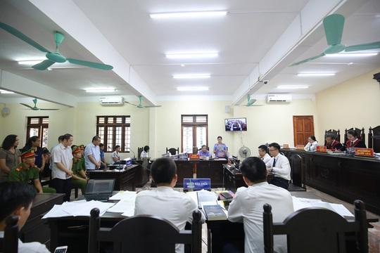 Vụ gian lận điểm thi tại Hà Giang: Vợ ông Triệu Tài Vinh bị kỷ luật Khiển trách - Ảnh 2.