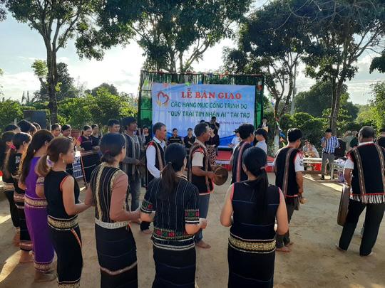 Quỹ Trái tim nhân ái về Gia Lai bàn giao công trình cho Trường Tiểu học Bong Hiot - Ảnh 2.